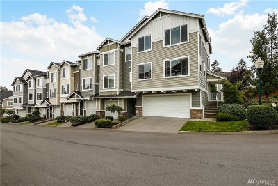 Lynnwood Condo/Townhouse For Sale: 15720 Manor Wy #Q8