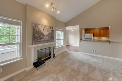 Woodinville Condo/Townhouse For Sale: 14027 NE 181st St #B305