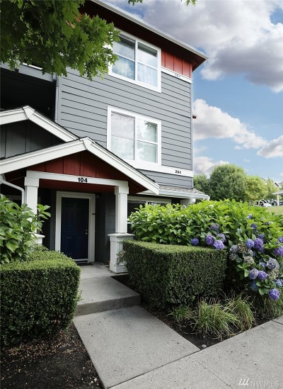 Issaquah Condo/Townhouse For Sale: 1696 25th Ave NE #204