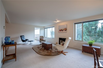 Seattle Condo/Townhouse For Sale: 132 132nd #302