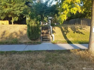 Everett Single Family Home For Sale: 1424 Rockefeller Ave