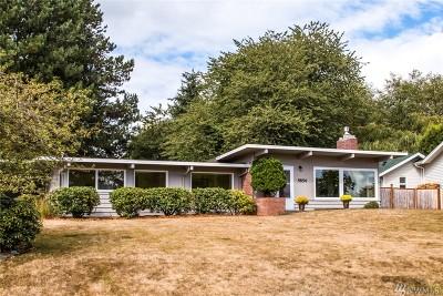 Ferndale Single Family Home For Sale: 5854 Hawthorne Lane