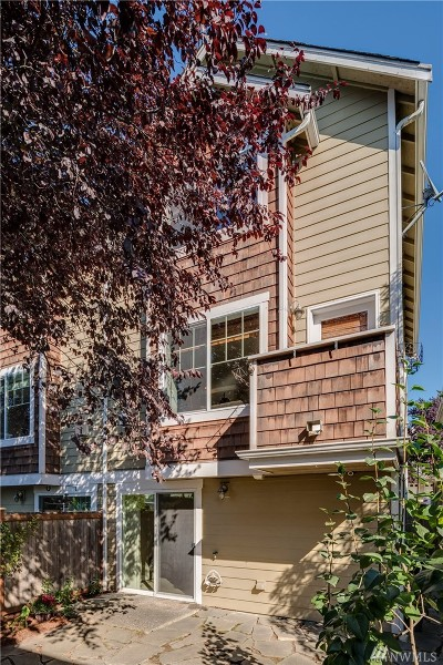 Seattle Single Family Home For Sale: 211 15th Ave #A