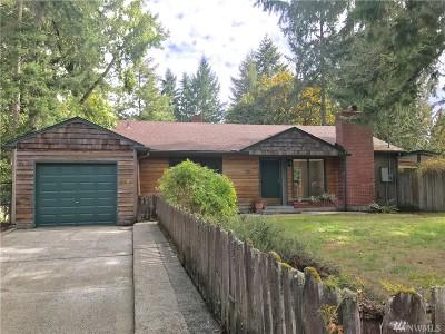 Lakewood Single Family Home For Sale: 10515 Interlaaken Dr SW