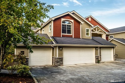 Sammamish Condo/Townhouse For Sale: 4331 Issaquah Pine Lake Rd SE #1204