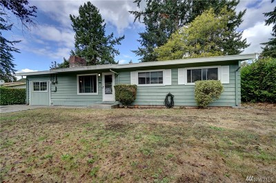 Lakewood Single Family Home For Sale: 8715 Wildwood Ave SW