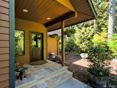 Single Family Home For Sale: 593 E Pointes Dr W