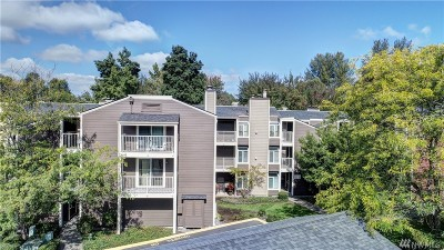 Redmond Condo/Townhouse For Sale: 7356 W Lake Sammamish Pkwy NE #3-305