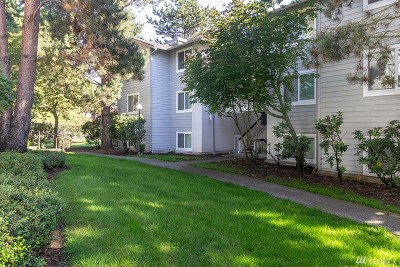 Kenmore Condo/Townhouse For Sale: 6700 NE 182nd St #C305