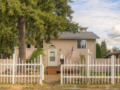 Yelm Single Family Home For Sale: 408 McKenzie Ave SW