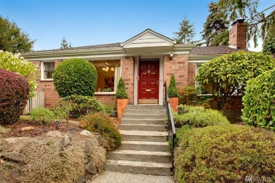 Seattle WA Single Family Home For Sale: $700,000