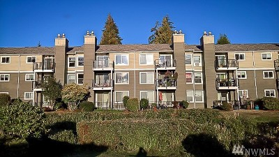 Everett Condo/Townhouse For Sale: 820 Cady Rd #G304