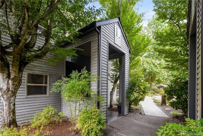 Redmond WA Condo/Townhouse For Sale: $332,500