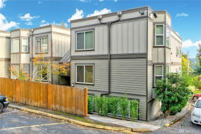 Redmond Condo/Townhouse For Sale: 17464 NE 38th St #B-203