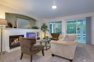 Bothell Condo/Townhouse For Sale: 2201 192nd St SE #X101