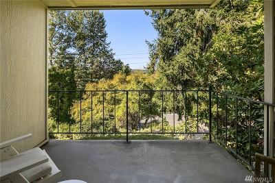 Bellevue Condo/Townhouse For Sale: 3730 Lake Washington Blvd SE #1C