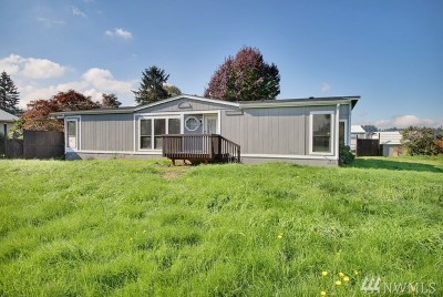 Puyallup Single Family Home For Sale: 6421 61st St E