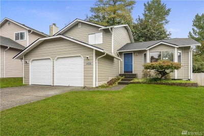 Lynnwood Single Family Home For Sale: 1420 218th Place SW