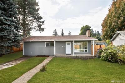 Renton Single Family Home For Sale: 3709 NE 9th Ct