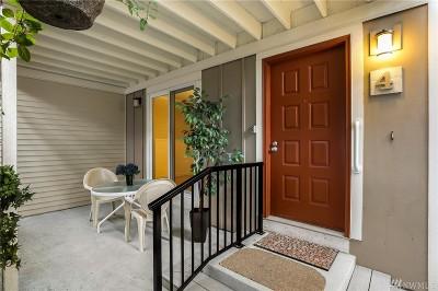 Kirkland Condo/Townhouse For Sale: 12712 NE 120th St #G4