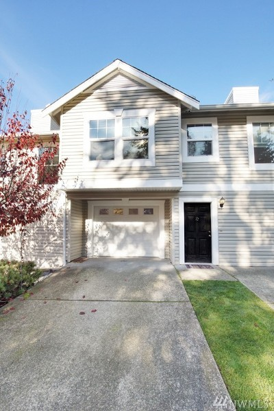 Puyallup Condo/Townhouse For Sale: 10320 140th St Ct E #72