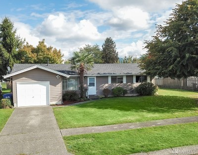 Buckley Single Family Home For Sale: 236 Shamrock Ct