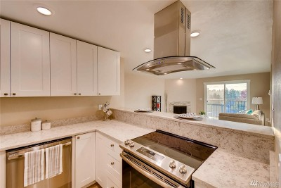 Condo/Townhouse Sold: 9255 Greenwood Ave N #33