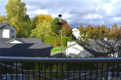 Everett Condo/Townhouse For Sale: 12404 E Gibson Rd #J205