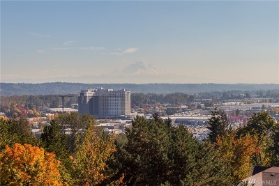 King County Condo/Townhouse For Sale: 15209 Sunwood Blvd #B43