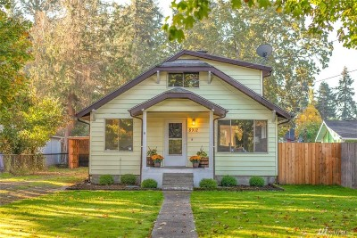 Lakewood Single Family Home For Sale: 8912 Highland Ave SW