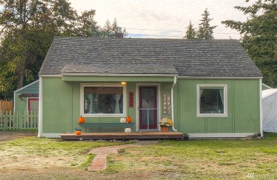 Lakewood Single Family Home For Sale: 8608 Lawndale Ave SW