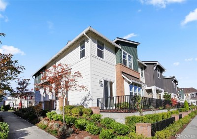 Issaquah Condo/Townhouse For Sale: 1247 NE Hickory Lane #54
