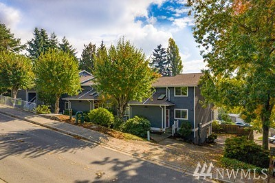 Redmond Multi Family Home For Sale: 17121 NE 80th St