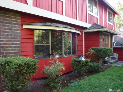 Maple Valley Single Family Home For Sale: 19727 SE Petrovitsky Rd