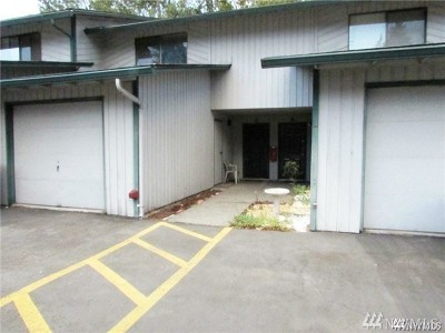 Tukwila Condo/Townhouse For Sale: 4008 S 158th St #J
