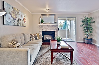 Issaquah Condo/Townhouse For Sale: 260 Newport Wy NW #C22