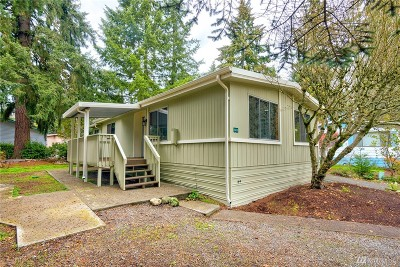 Puyallup Mobile Home For Sale: 11423 126th St E #215