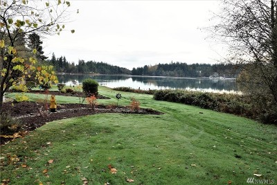 Single Family Home Pending: 6407 Oak Bay Rd