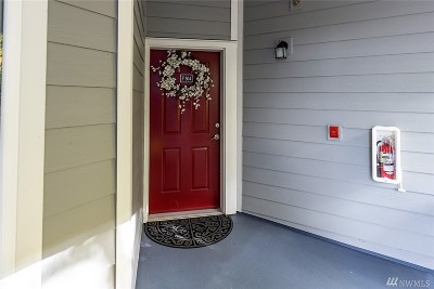 Bothell Condo/Townhouse Contingent: 3918 243rd Place SE #F304