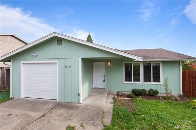 Single Family Home For Sale: 3205 53rd Place NE