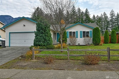 Snohomish County Single Family Home For Sale: 323 Woodhaven Ct