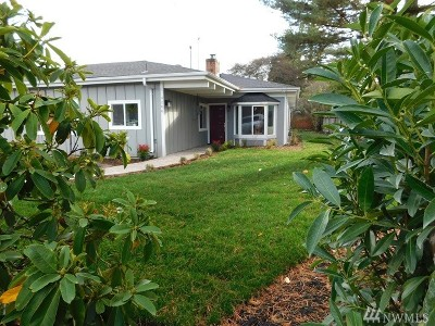 Mountlake Terrace Single Family Home For Sale: 4206 221st St SW