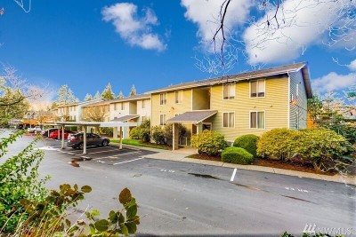 Bellevue Condo/Townhouse For Sale: 4171 W Lake Sammamish Pkwy SE #A201