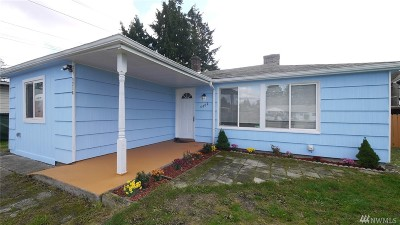Lakewood Single Family Home For Sale: 4402 Hayden St SW