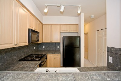 Everett Condo/Townhouse For Sale: 13000 Admiralty Wy #A304