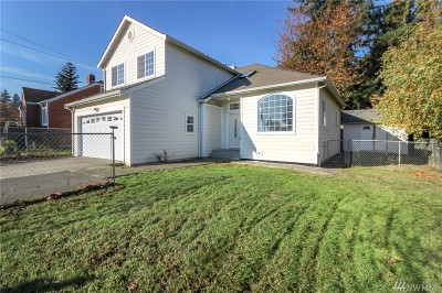 SeaTac Single Family Home For Sale: 3218 S 152 St
