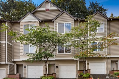 Issaquah Condo/Townhouse For Sale: 18501 Newport Wy #F129