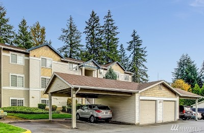 Issaquah Condo/Townhouse For Sale: 25235 SE Klahanie Blvd #M201
