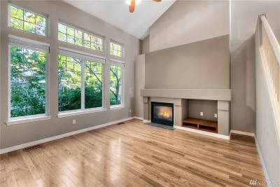 Renton Condo/Townhouse For Sale: 4520 NE 6th Place #4520