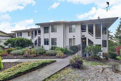 Mountlake Terrace Condo/Townhouse For Sale: 23401 Lakeview Dr #J302